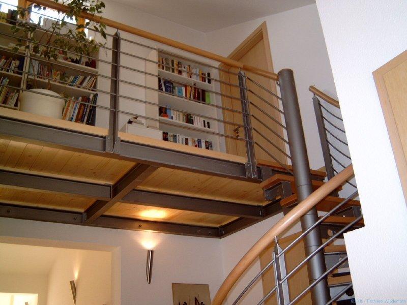 Treppe mit Übergang zur Terasse